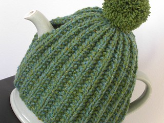 Easy Knitting Pattern For Tea Cosy : Ravelry: Shamrock Tea Cosy pattern by Kirsty Wallace-Horan