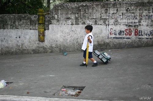 Kamuniing, Quezon City, Manila boy walks school day Pinoy Filipino Pilipino Buhay uniform people pictures photos life Philippinen  菲律宾  菲律賓  필리핀(공화국) Philippines
