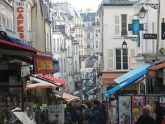 Rue Mouffetard (Ykravitz) Tags: paris century shopping market sunny 12th rue shoppers strret moufferard