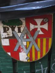 Carrer del Pi neighbour association coat of arms (betty.) Tags: barcelona santa del arms coat 2006 pi veins carrer vecinos escudo escut setmana asociacion associacio