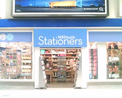 HPIM0039 (M_at) Tags: station londonbridge stationers whsmith playonwords