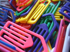 Paperclips (Topinambour) Tags: macro plastic trombone multicolor stationary paperclip multicolour topinambour enmasse