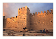 Outside walls.. (Evren Sahin) Tags: morocco maroc ramparts enceinte marrakech marrakesh walls outer fortifications citywall remparts stadtmauer murailles murallas walledtown skypeople skyarchitecture