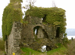 Tarbert Castle (Mac ind g) Tags: holiday green castle walking scotland top20decay spring argyll ruin ivy explore tarbert tarbertcastle