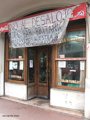 Bandera en el Britanico (salvoguille) Tags: buenosaires fuji santelmo 100club bares británico 50club