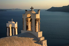 Santorini - Greece (Jojo Cence) Tags: sunset sea mer church de soleil santorini greece jojo santorin eglise oia grece cence blueribbonwinner couche