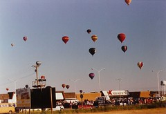 Balloons over Kmart - by mitsiadazi