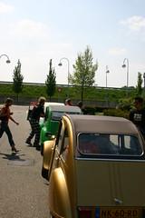 Get set.... (NaSiUdUk) Tags: car digital canon wow photo spring foto picture pic jp 2cv dieter eend afbeelding nasiuduk mariejose duckrally