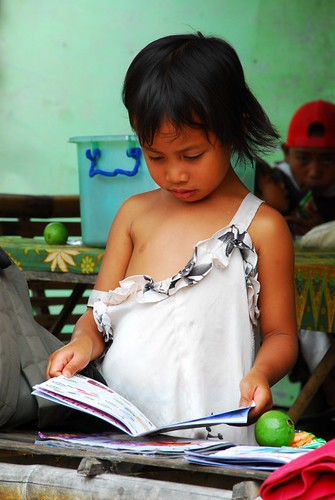 Philippinen  菲律宾  菲律賓  필리핀(공화국) Pinoy Filipino Pilipino Buhay  people pictures photos life San Carlos, Philippines girl reading