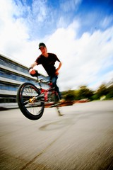 flatland 2 (moophisto) Tags: bicycle canon bmx university flash sunday may tricks karlsruhe sven eos350d efs 1022mm flatland uwa
