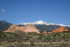 America the Beautiful (Robby Edwards) Tags: vacation sandstone colorado rocks gardenofthegods coloradosprings pikespeak payitforward