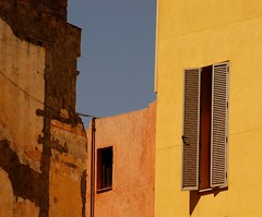 Contrasting fasades (Mabar) Tags: barcelona d50 born exploretop20