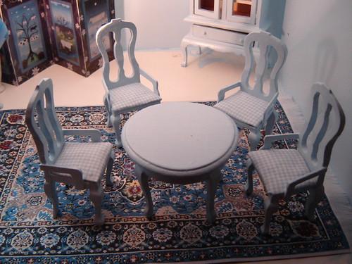 tuolit on päällystetty