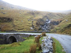 Ireland_2005_040 (Kittroid) Tags: road bridge ireland waterfall kerry beara stonebridge healypass bearapeninsula r574