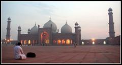 Badshahi Mosque, Lahore ([mak]) Tags: pakistan topv111 asia islam mosque lahore badshahi lhe badshai geo:locality=lahore