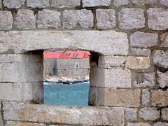 Dubrovnik -  muralla (pekevoltio) Tags: window ventana fortress dubrovnik muralla croacia lpwindows