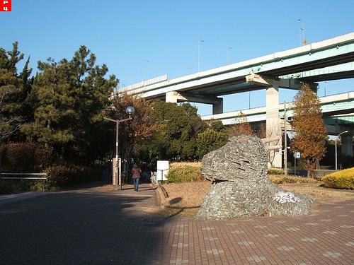 辰巳駅を出たすぐの景色