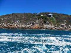 (calnhrs1) Tags: rio de mar cabo agua do rj janeiro lagos dos ondas oceano rocha arraial regiao