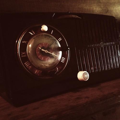 HipstaPrint Vintage General Electric Radio in General Store