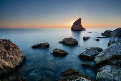 Shark Fin Rock (Stee65) Tags: seascape landscape luca europa italia mare famiglia andrea campagna turismo viaggi viaggio spiaggia marche ele ferie visita paesaggio vacanze eleonora tipo scogli lemarche regionemarche soggetto metaturistica