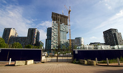 Lincoln Plaza - Isle of Dogs, London (SE9 London) Tags: plaza uk summer england building london tower dogs june canon grid construction britain united great kingdom east wharf lincoln gb canary architects isle e14 horizons hamlets millharbour galliard