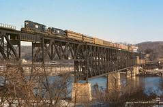 NW 6153-6135, WJ01 Speers, PA. 11-10-85 (jackdk) Tags: railroad trestle bridge train river nw railway monongahela norfolkwestern monongahelariver emd pwv emdsd40 pittsburghandwestverginia wjo1