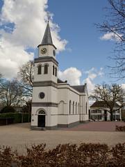 Waardenburg - hervormde kerk (grotevriendelijkereus) Tags: holland tower church netherlands town village toren nederland kerk dorp gelderland waardenburg