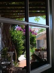 Menorca. Alaior.07-15. Ventana espejo (joseluisgildela) Tags: flores gardens menorca reflejos alaior mijardn