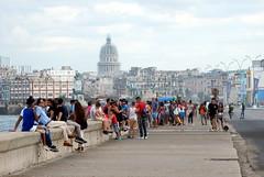 El Malecón de La Habana, Cuba (Sandro Helmann) Tags: malecón havana habana cuba people pessoas gente capitólio