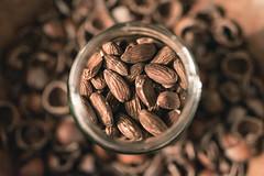 nutty (Zesk MF) Tags: nuts nutty close sigma art nuss mandeln schale glas 14 nikon d5500 apsc color brown zesk commercial