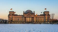 Reichstagsgebäude im Winter (REAL PLUS) Tags: berlin reichstagsgebäude sehenswürdigkeit deutschland hauptstadt sonnenuntergang sunset langzeitbelichtung architektur stadt stadterkundung stadtlandschaft city cityscape sigma 1835mm nikon d7200 hamburgerfotofreaks