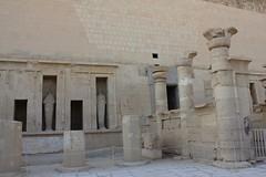 Totentempel der Hatchepsut (rikawaechter) Tags: reise reisen ägypten tempel figuren kolosse steine hatchepsut totentempel sehenswürdigkeit urlaub trip alte alt