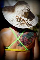 (LaTur) Tags: people woman tattoo hawaii waikiki honolulu