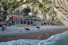 Alfonso a Mare (RolandBrunnPhoto) Tags: ocean italien italy house mountains tree water nikon meer wasser europa amalficoast village haus berge shore valley ufer baum mediterraneansea tal mittelmeer d90 amalfikste eurpe