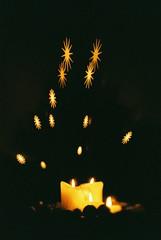 Advent wreath II (falkschütze) Tags: minolta404si kodakgold200 istillshootfilm filmisnotdead adventwreath lensbaby analog