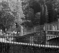 Passeggiando verso Villa Olmo (sirio174 (anche su Lomography)) Tags: villaolmo passeggiata ringhiera passeggio walk walking lungolago como lake zorki4 zorki