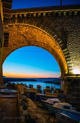 soleil couchant à Marseille (louis.labbez) Tags: marseille paysage mer provence auffes vallon soleil couchant nuit rocher sunpont harbour port boat bateau arche sunset méditerranée anse sun france labbez bleu blue sea sky bridge