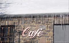 (Eis)cafe - (ice)cafe (Jorbasa) Tags: jorbasa hessen wetterau germany deutschland geotag hoherodskopf cafe eiscafe icecafe vogelsberg winter schnee snow gebirge mountain landschaft landscape gebäude building frost eiszapfen icicles ice