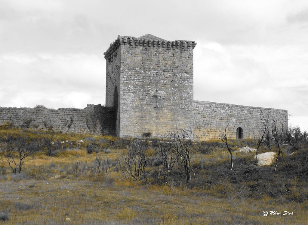 Águas Frias (Chaves) - Castelo de Mondorte de Rio Livre - Monumento Nacional
