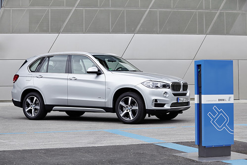"BMW X5 PHEV <a style=""margin-left:10px; font-size:0.8em;"" href=""http://www.flickr.com/photos/128385163@N04/19105999082/"" target=""_blank"">@flickr</a>"