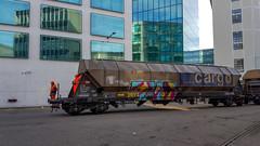 Shunting the mill: Driver and shunter (1/3) (jaeschol) Tags: am843 am843062 dieselhydraulischelokomotive eisenbahn europa kantonzürich kontinent kreis5 lokomotive rangieren schweiz stadtzürich swissprimetower swissmill switzerland transport