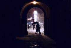 arch (ewitsoe) Tags: people couple umbrella erikwitsoe nikond80 35mm street city urban citylife winter snow snowing silhouette europe light night evenign storm staryrynek oldmarket oldmarketsquare