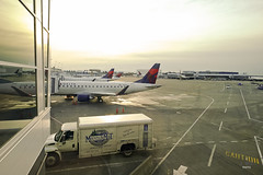 Tarmac view (A. Wee) Tags: delta airlines 达美航空 seattle 西雅图 sea airport 机场 embraer e175 seatac