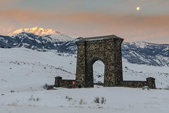 Full moon setting behind Roosevelt Arch and Electric Peak (YellowstoneNPS) Tags: jacobwfrank rooseveltarch yellowstone alpenglow fullmoon landscape moon morning sunrise winter