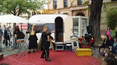 Metz - Place de la Prfecture (Aelo de la Krotsche) Tags: show clowns metz spectacle placedelaprfecture rlcswingcarlo rouelibreetcie