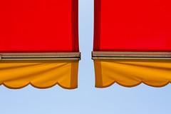(Antonio Gutirrez Pereira) Tags: color sol sombra cielo verano calor composicion toldo simetria