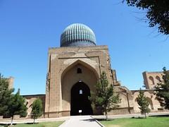 Bibi-Khanum Mosque, Samarkand, June 2015 (leonyaakov) Tags: summer museum ceramic minaret muslim religion ceremony mosque unesco promenade uzbekistan samarkand citycenter sunnyday citytour ouzbekistan greatphotographers inspiredbylove   nikonflickraward