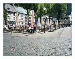 Monschau - market place (macfred64) Tags: 120 film analog mediumformat germany 645 eifel 6x45 monschau homeland hohesvenn kodakportra160 fujiga645wi fujinon45mmf4 epsonv600