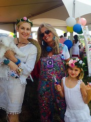 Kelly Rutherford and her daughter with The Pipe Cleaner Lady modeling my flower tiara's at Super Saturday 18 (Wendy The Pipe Cleaner Lady) Tags: party art diy colorful parties craft entertainment entertainer wendy interactive kellyrutherford holidaycrafts ovariancancerresearchfund partyentertainment artsandcrafts orcf interactivecrafts wwwthepipecleanerladycom wendybaner thepipecleanerlady wendythepipecleanerlady pipecleaners batmitzvahbarmitzvahbirthdaypartiesbirthdayfuncreativetwistedtwistbendkidsuniquefluffyfuzzyimaginationcreativitycolormarthastewartgreatbridalshowerbabyshowersweet16communionweddingpartyfavorspartyf teambuildingchristmascraftsholidaycraftsprojectsholidaypartyentertainment christmascraftprojectscrazyglassespipecleanerringsroseringscocktailringschildrensparties firstbirthdaysweddingentertainmentamericanmadefinalistchildrenspartyentertainmentcraftentertainmentsupersaturday18ocrfovariancancerresearchfund supersaturday18