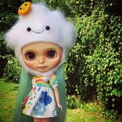 happy clouds+happy weather=happy morning 😜 have a happy Monday 😊 #Blythe #doll #poppytreelane @shereeforcier